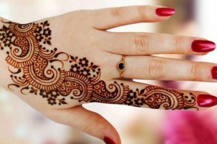 24 Stylish and Trending One Line Mehndi Designs For Any Occasion