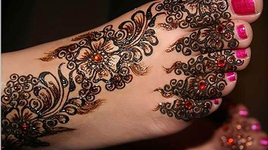 Beautiful foot mehndi design