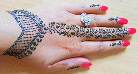Chain Bracelet Mehndi Design