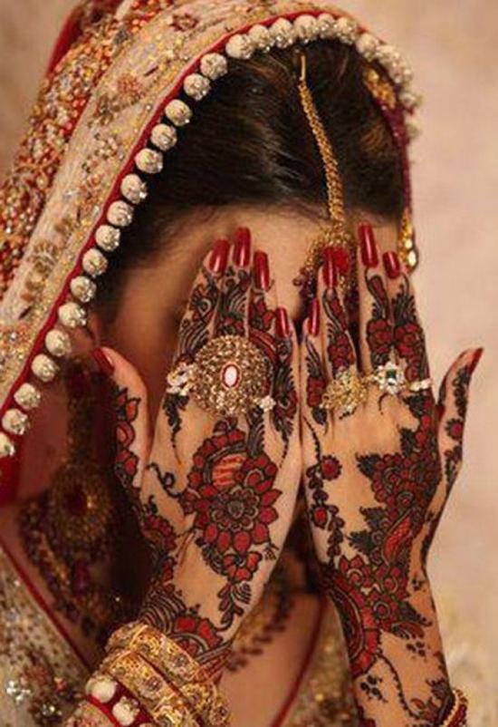 Exquisite Floral Mehndi Design For Brides