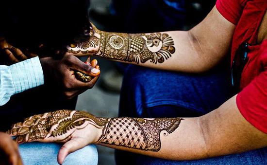 Eye-catching mehndi design full hands