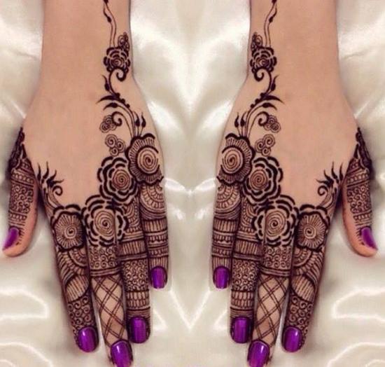 Finger Decorated Mehndi Design