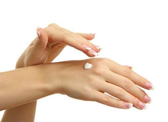 Moisturises dry hands