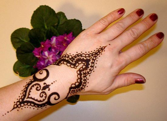 Simple Theme Mehndi Design