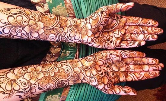 Traditional Flower Mehndi Design