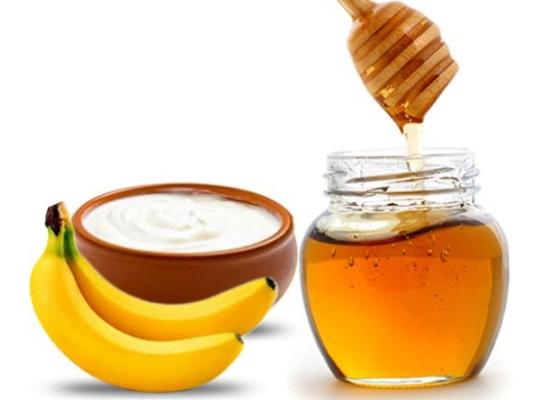 Banana yogurt and honey hair mask: