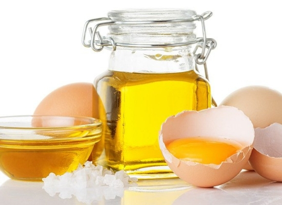 Egg yolks with olive and castor oil hair mask: