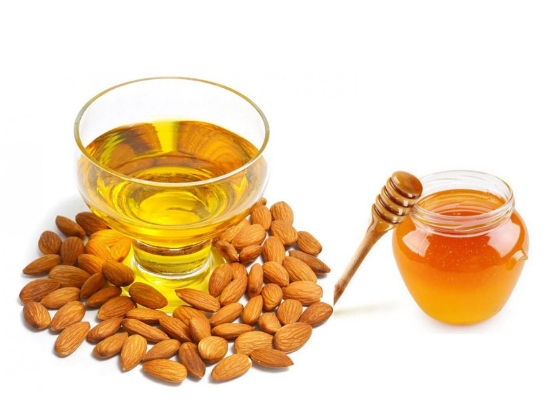 Almond oil with honey