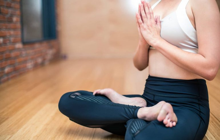 yoga-3053488_1920-min-1