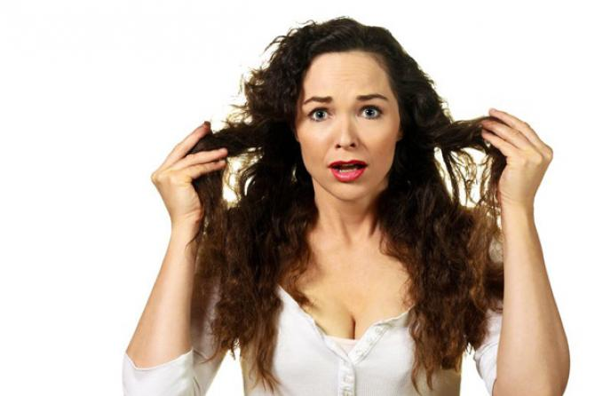 10 Bad Habits That Make Your Hair Thin and Brittle! ?>