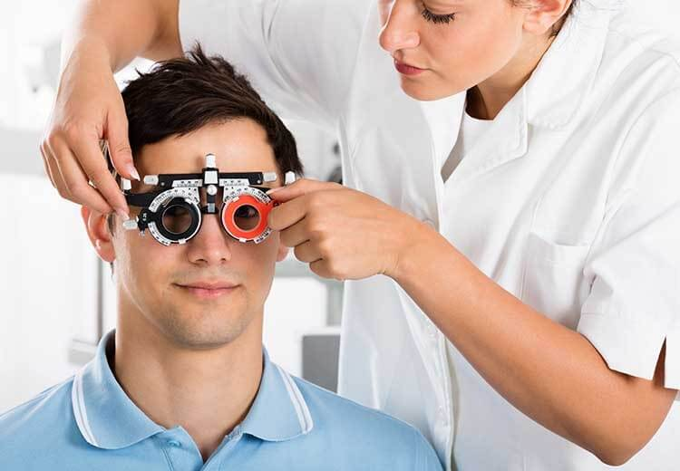 4 Factors to Consider When Choosing a Professional Eye Physician ?>